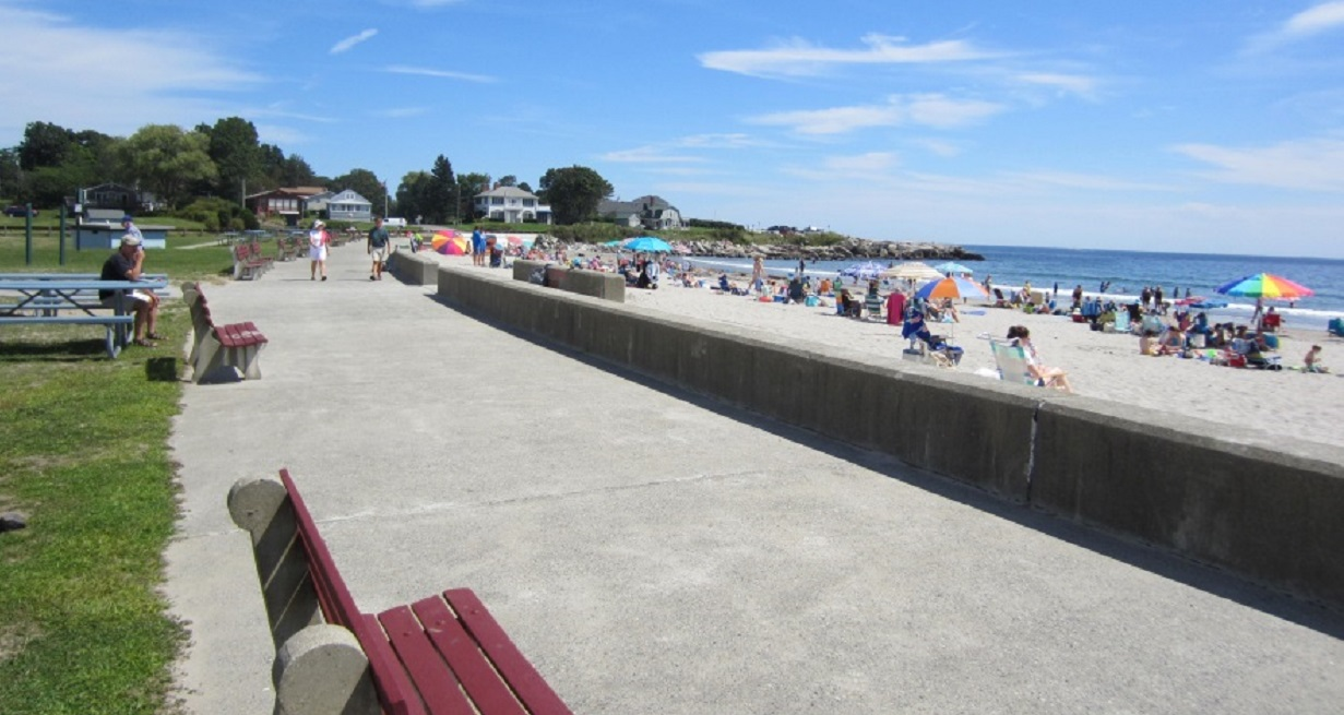 Wallis Sands Beach on a busy summer day in Rye, NH